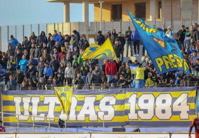"""Cori razzisti contro calciatore di colore, Ultras: """"Vi prendiamo a pedate"""""""