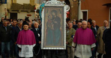 La Madonna torna al santuario: il rito e le origini