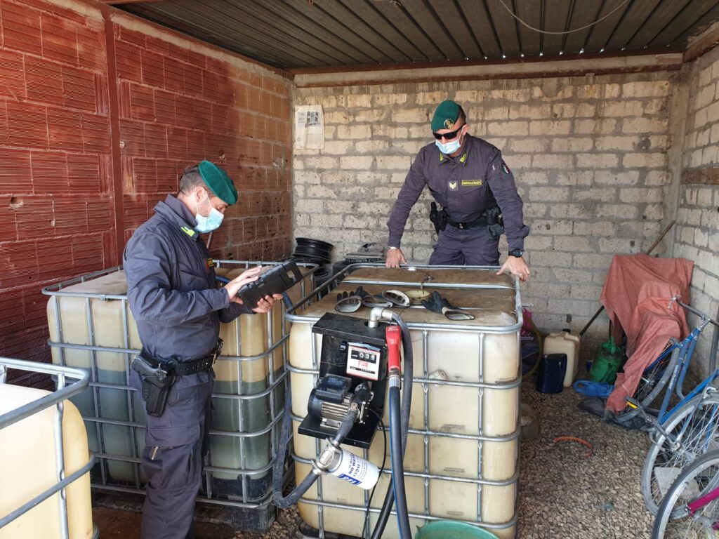 GdF sequestra impianto abusivo di carburante