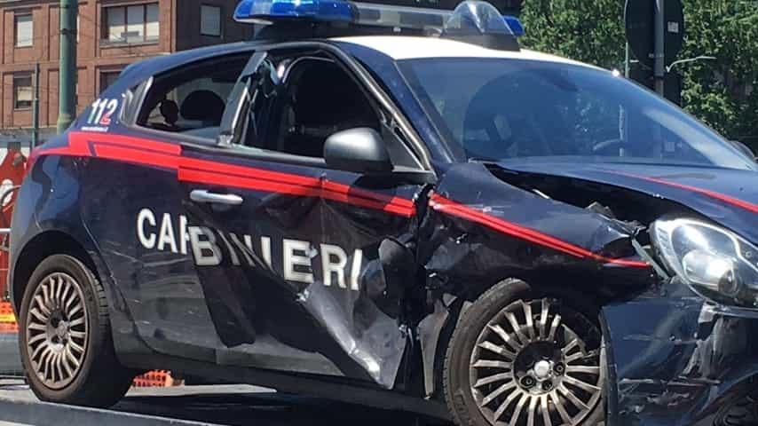 Orta Nova: carabinieri si scontrano con un'auto durante inseguimento