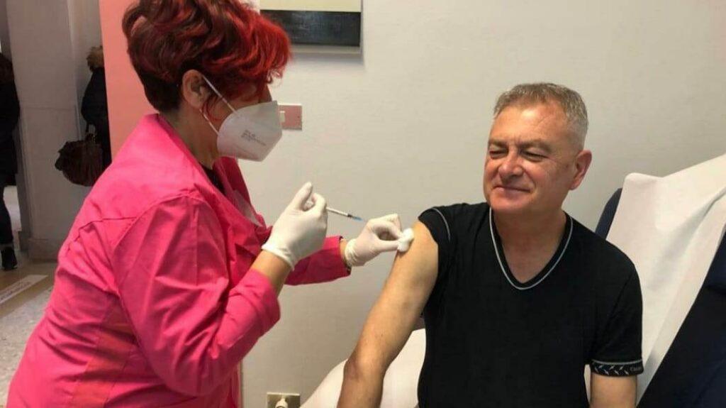 """Dalessandro: """"Vaccino sicuro, i medici che non lo fanno dovrebbero cambiare mestiere"""""""