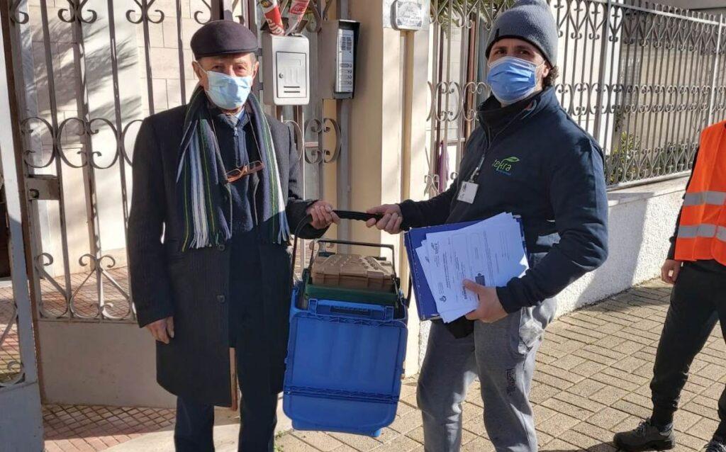 Differenziata a Cerignola, in corso la distribuzione dei kit in zona Convento
