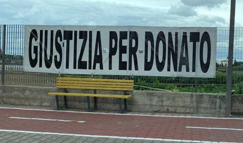 """Giustizia per Donato, a Cerignola spuntano i manifesti: """"Ora uniti"""""""