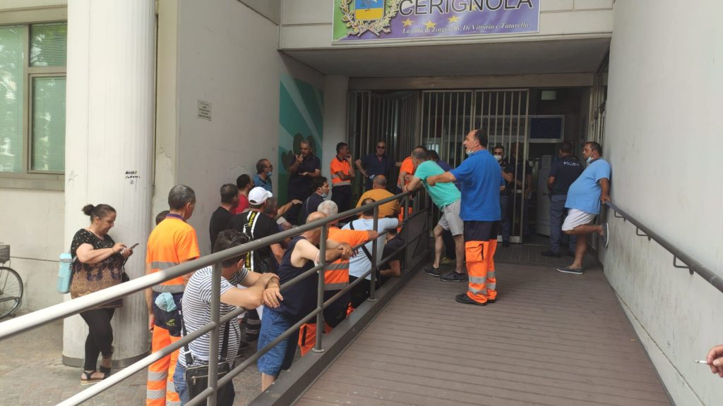 VIDEO   Cerignola, protesta dei lavoratori ex SIA