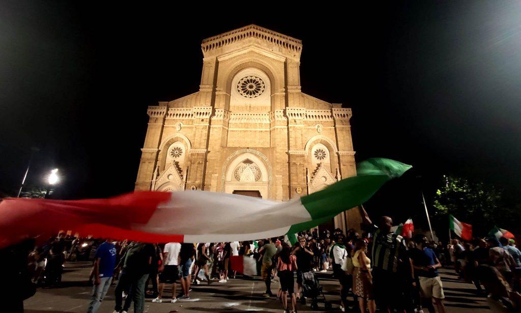 VIDEO   Cerignola, festa grande per l'Italia tra sgommate, inno e cortei in piazza