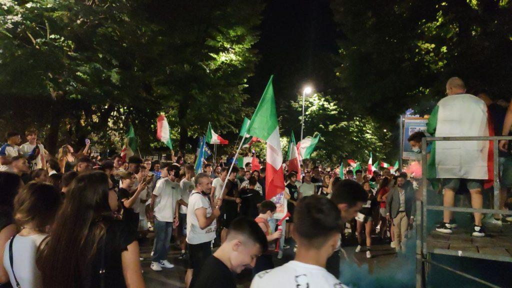 VIDEO | Cerignola, la piazza in festa per l'Italia intona l'inno nazionale